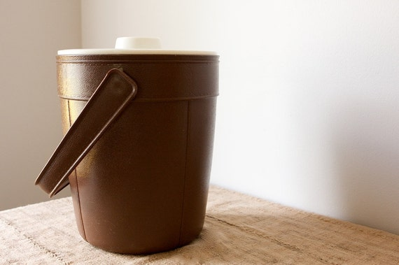 CLEARANCE Vintage Ice Bucket by Rubbermaid