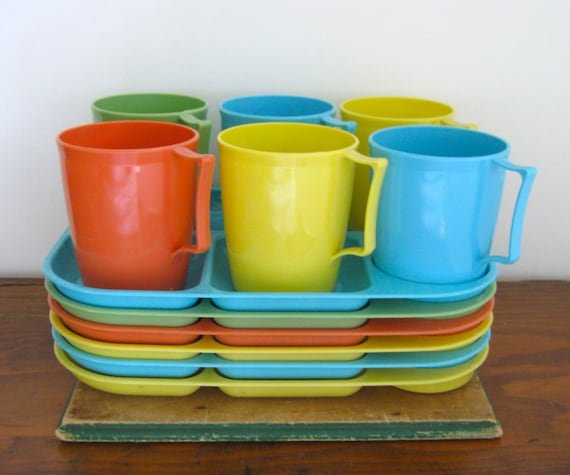 vintage picnic set, lunch snack set, dinner trays, rainbow trays, luncheonette trays and cups,