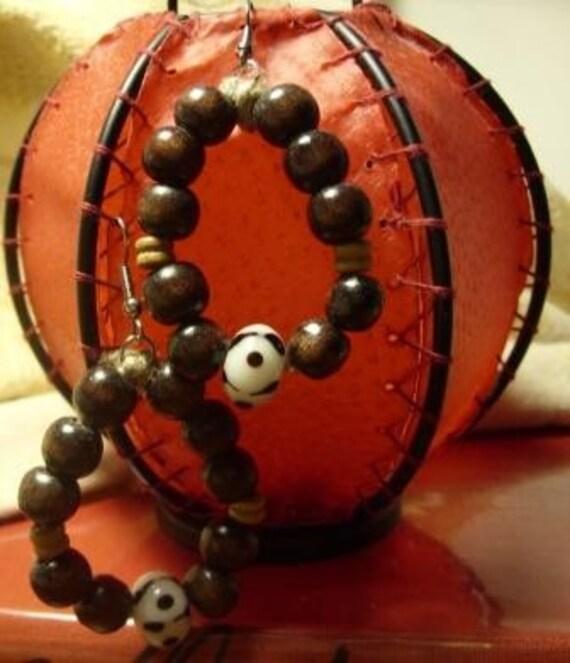 Perle Folklorique Hoop Earrings