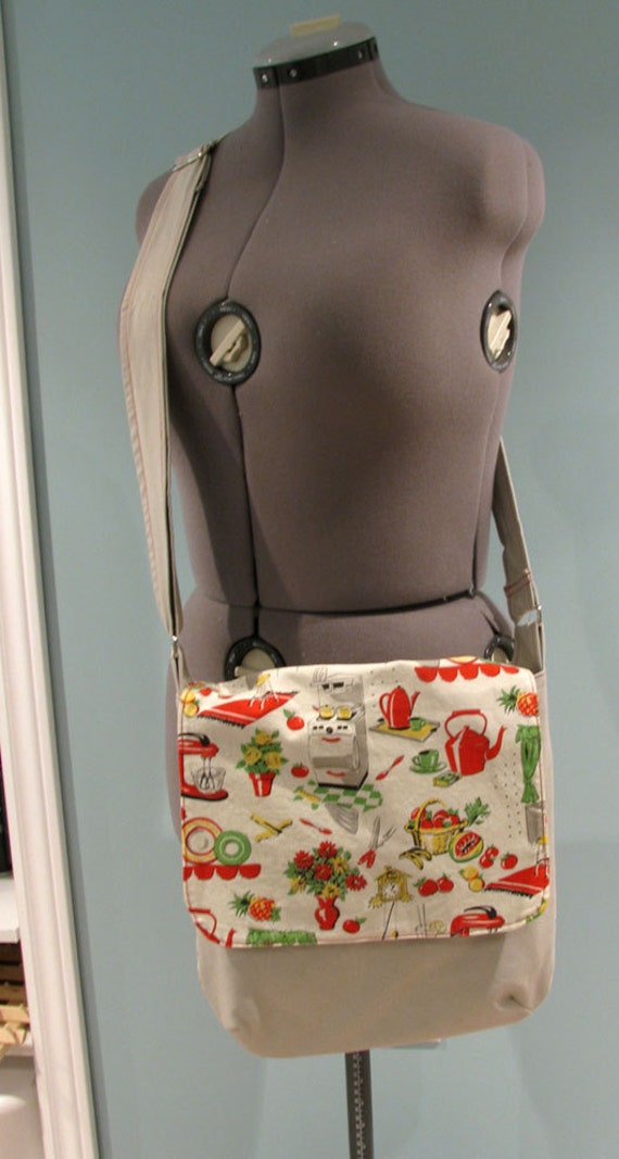 Light gray and red messenger bag with adjustable strap