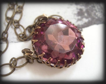 TRUE VIOLET vintage Amethyst glass jewel necklace in antique brass