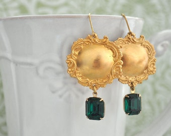 Vintage Rococco style earrings with emerald Swarovski glass jewels