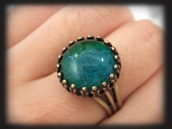 vintage ring MOODSTONE RING vintage color changing glass cab ring in antiqued brass or antiqued silver color