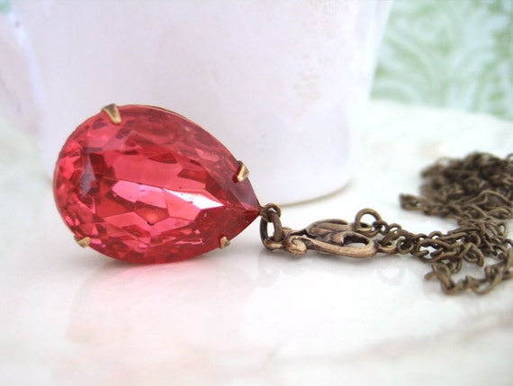 PINK. vintage pear shaped rose pink glass jewel necklace in antique brass