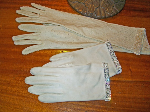Vintage Gloves -White With Pearls, Rhinestones- Size 7