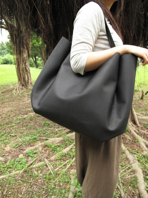 xxxx reserved for wannasilly xxxx extra-large black shoulder bag w/ magnetic closure