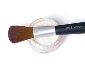Perfecting Powder-primes and nourishes the skin with Pure Silk and Pearl Powder-20gr