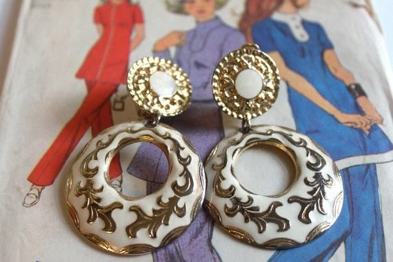 Vintage Cream and Gold Clip on Earings