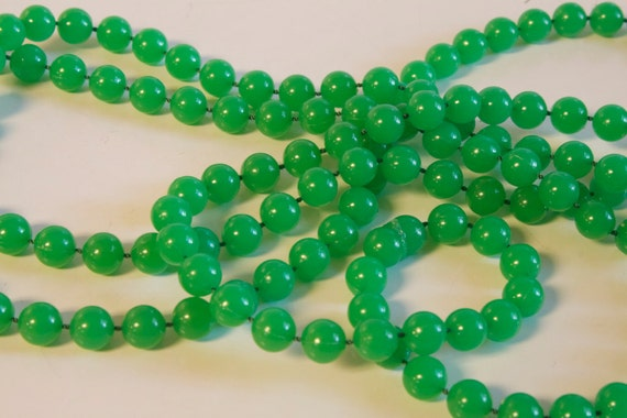 Vintage 1960s Green Long Necklace