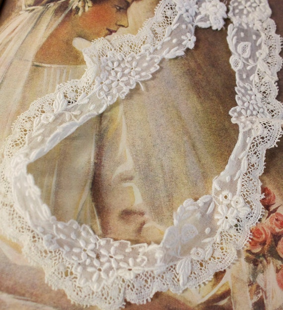 Antique Ivory Lace Collar