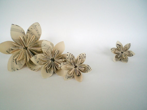 Artikel wie Vintage Noten Papier Origami Blume 6 Kusudama auf Etsy