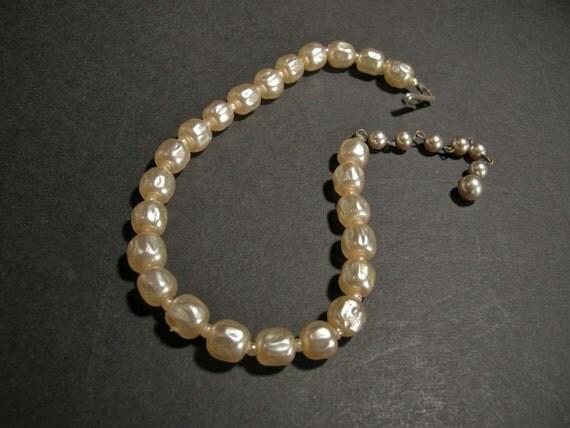 Vintage Large Faux Pearl Necklace/choker