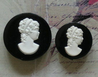 Vintage Lot of 2 Cameo Brooches Pins