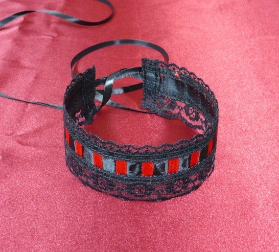 Elegant Baroque Lace Choker in Black and Red, Cabaret Burlesque, Renaissance Necklace, Hot Red Satin, Vampire, Costume Neck Piece