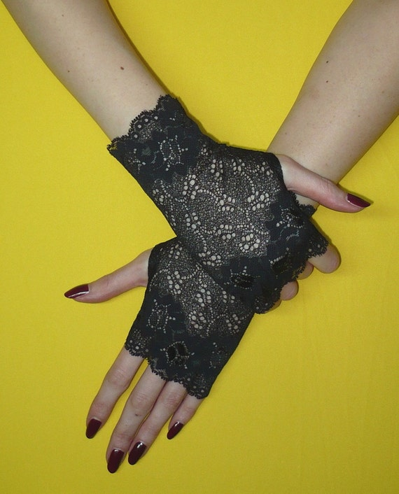 Short gothic Armwarmers,Wristlets, Fingerless Gloves for Lolita in Black, Steampunk Mittens, Baroque  Lace Armwarmers, Gypsy and Boho
