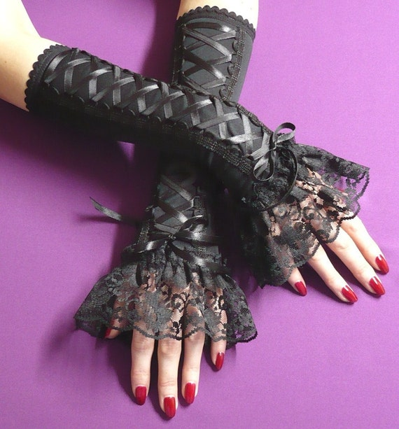 SALE Gothic Corset Gloves in Black, Laced Armwarmers Lace Frill, Gothic Lolita Halloween Costume, Belly Dance, Renaissance Baroque, Ruffle