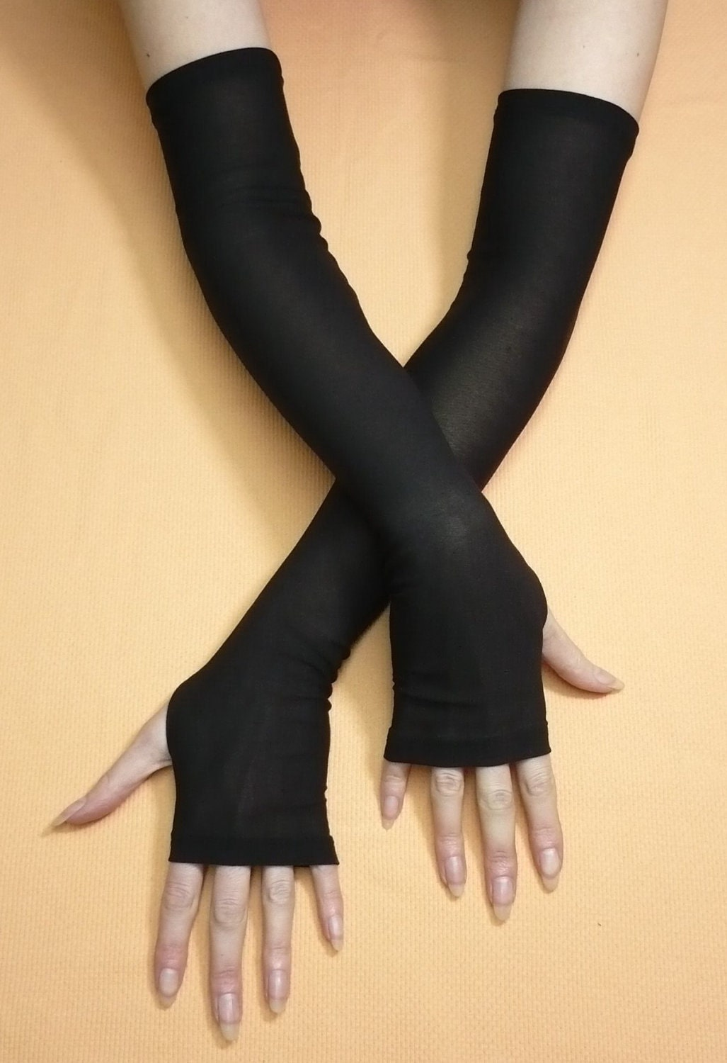 Out totally 80's inspired gloves are perfect for any costume style. Our Fishnet Fingerless Gloves make a great