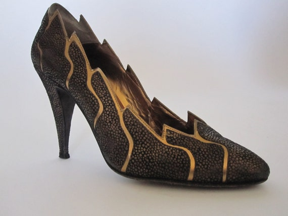 Fire Starter - Vintage Black/Gold Pumps sz 7 1/2