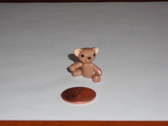 Miniature Teddy Bear Figurine - Hagen Renaker