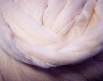 Merino Wool Roving, Merino Roving, Wool Roving, Spinning Wool, Felting Wool, Skin tone roving - Vanilla 8 oz