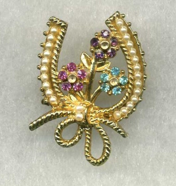 HORSESHOE BROOCH OR PIN PEARLS AND STONES
