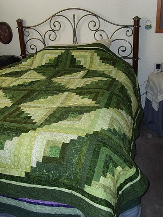 Striking Log Cabin Quilt in Shades of Green