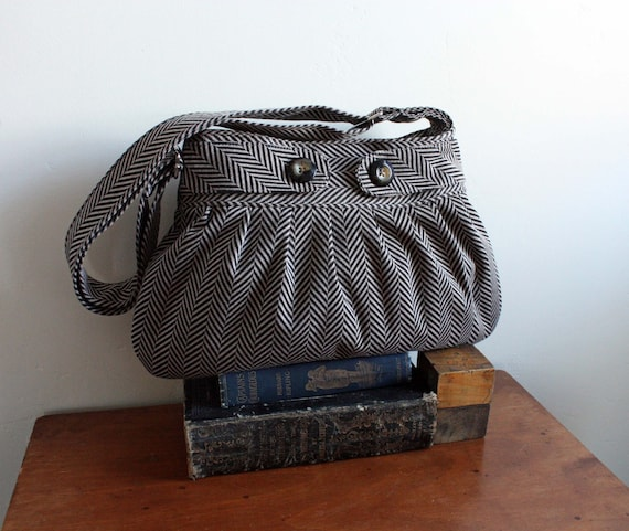 Yayi Purse in tan/charcoal--