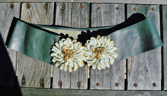 Vintage 1980's White and Gold Daisy Wide Gray Leather Waist Belt size small
