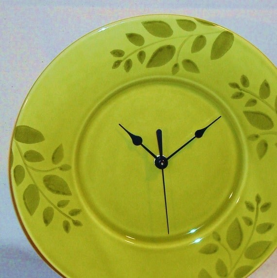 NOW ON SALE Pea Soup Green Leaf Plate Clock (11-1/2 inches) No. 301