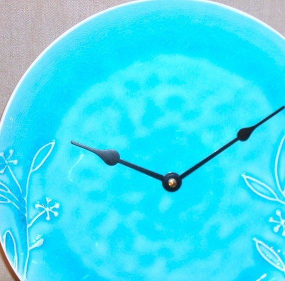 10-1/2 Inch Wall Clock - Turquoise Crackle Glazed Ceramic Plate Clock - Home Decor - Housewares No. 860