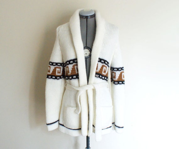 size s-m women's vintage 70's/80's ethnic wave wrap sweater.