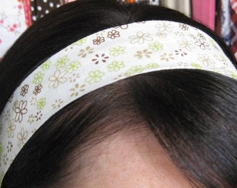 Natural - Cream White Stay Put Headband w/ Little Brown Tan and Green Flowers