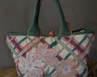 Large tote plaid with floral applique