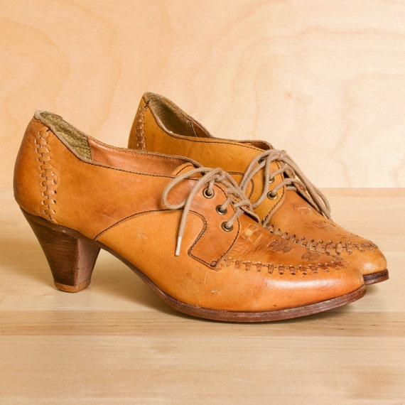 RESERVED RESERVED.......Vintage Town & Country butterscotch leather oxford heels. Moccasin style stitching. Size 6.5.