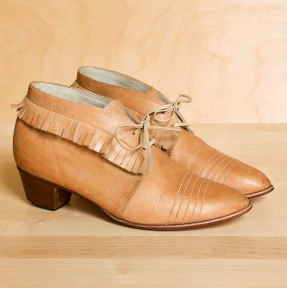 1970's moccasin fringe ankle boots. Vintage tan leather lace up boots 4.5. Rare small size.