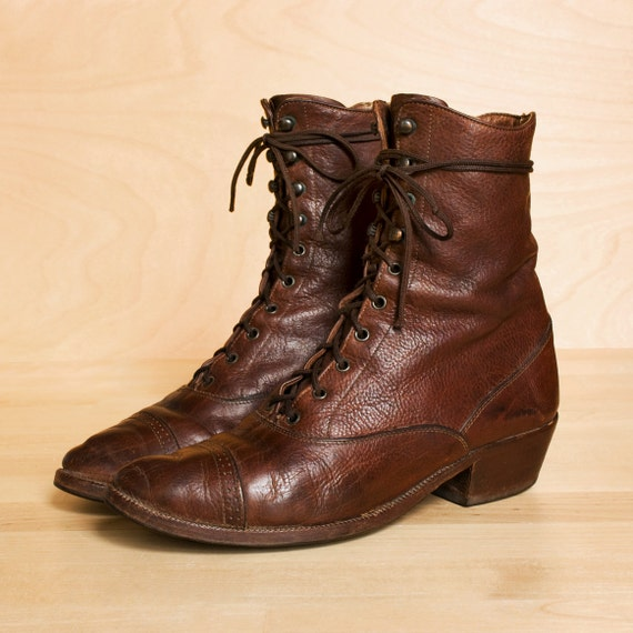 Lace up boots 6.5. Vintage 1982 Banana Republic distressed chestnut leather oxford boots. Made in Italy.