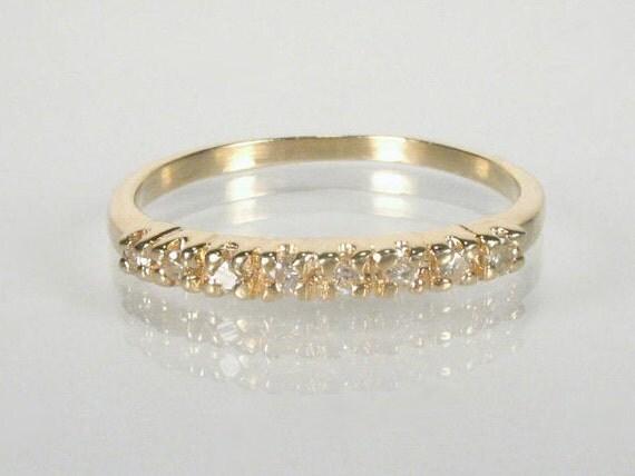 Estate Diamond Wedding Ring - 0.15 Carats Diamond Total Weight