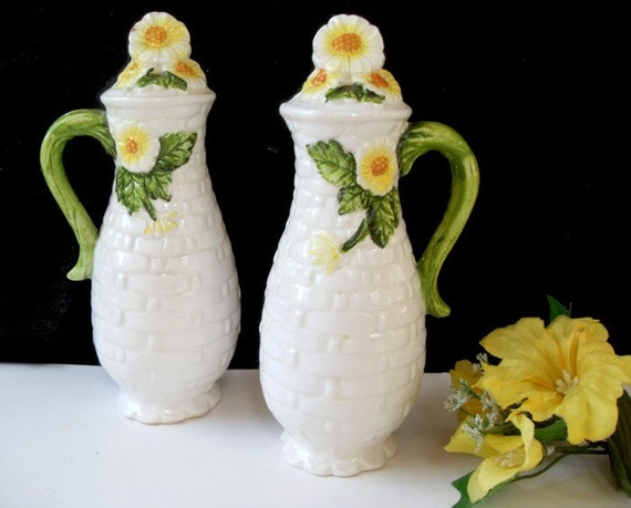 Lefton SALT And PEPPER Oversized SHAKERS - Rustic Daisy Pattern