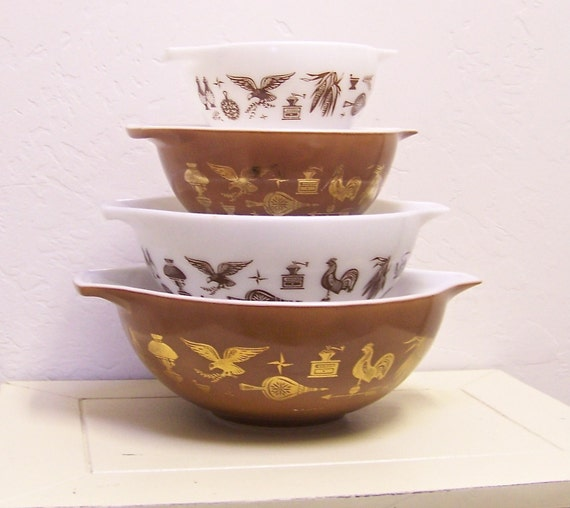 vintage Pyrex Early American Cinderella 4 pc nesting mixing bowls
