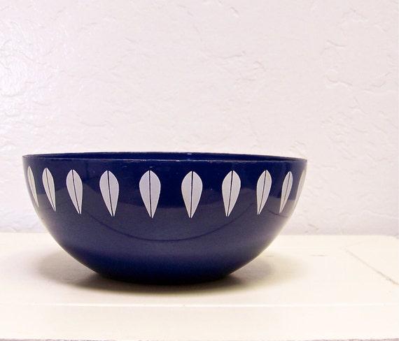 vintage Cathrineholm enamel bowl - lotus pattern in blue