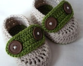 Baby booties crochet for newborn,0-3 or 3-6 M with straps and double buttons,choose your size and colour
