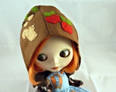 Blythe Gnome helmet hat  - Squirrel goes nuts. Brown felt with applique