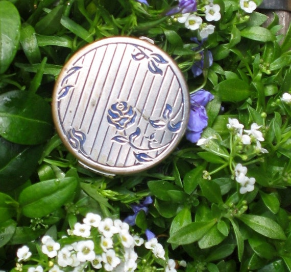 Blue Rose Lanchere Compact, Round vintage Silver with Powder puff