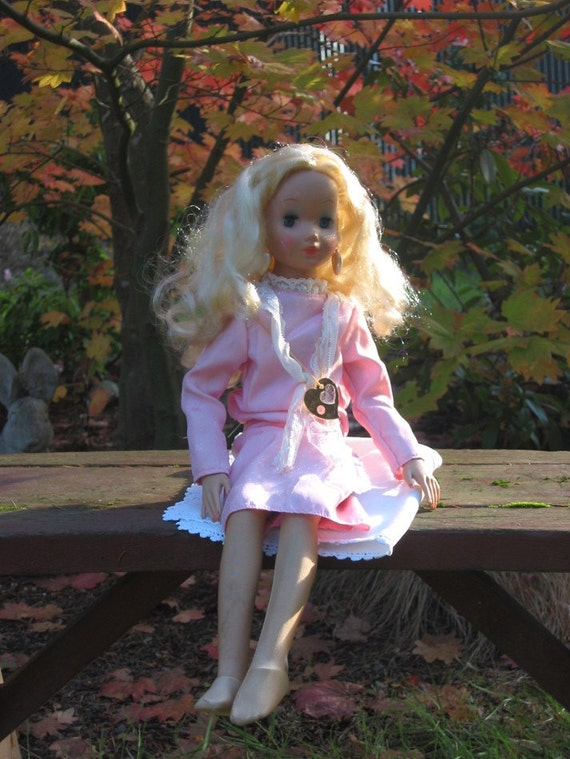 Always Sisters doll, Lauren in original outfit, Kenner 1988, 21 inch