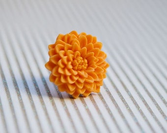 Tangerine chrysanthemum flower ring