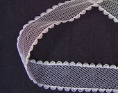 White mesh lace (27ft 9 inch x 1inch)