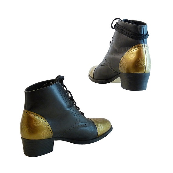 Black and Bronze Gold Lace Up Ankle Boots // Size 8 1/2 M // Brogue Oxford Style w Perforation Detail // Hand Painted Color Block Victorian