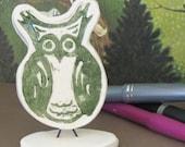 Desktop owl in green.