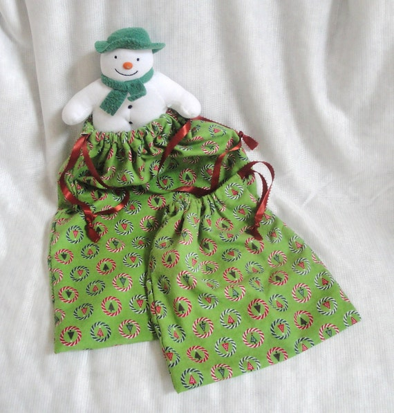 Christmas fabric gift bag set: green fabric, set of 2 bags, xmas wrap, trees, peppermint circles, red
