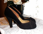 Stunning Vintage 1940s Womens Black Suede Peep Toe High Heel Shoes with Tan Stitching